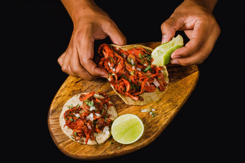 tacos al pastor with lime